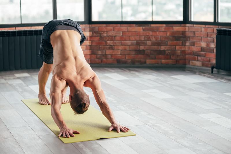 als man beginnen met yoga